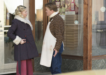 "FARGO -- ""Fear and Trembling"" -- Episode 204 (Airs November 2, 10:00 pm e/p) Pictured: (l-r) Kirsten Dunst as Peggy Blumquist, Jesse Plemons as Ed Blumquist. CR: Chris Large/FX"